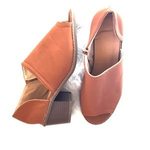 BOUTIQUE | Size 8 Ankle booties